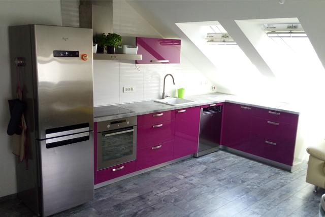 Kuhinja roza u podkrovlju